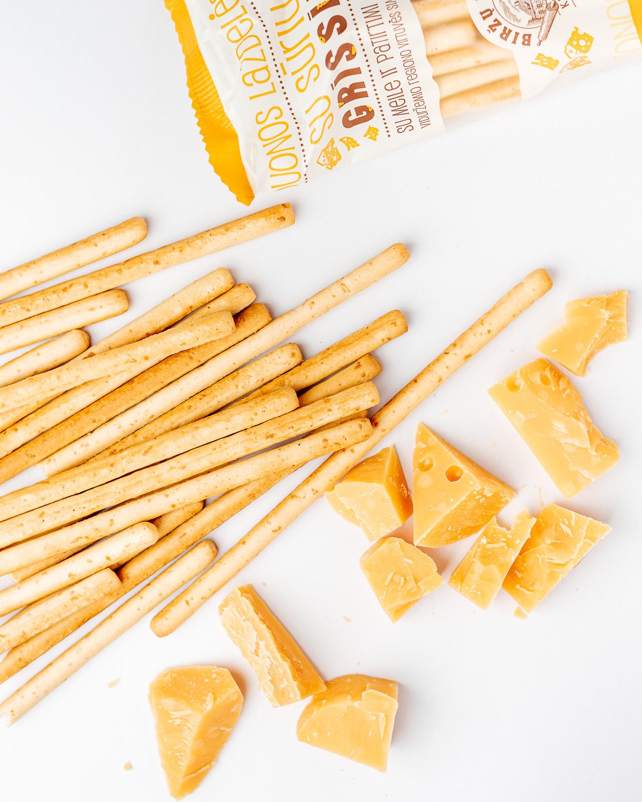 """""""Grissini"""" duonos lazdelės su sūriu"""